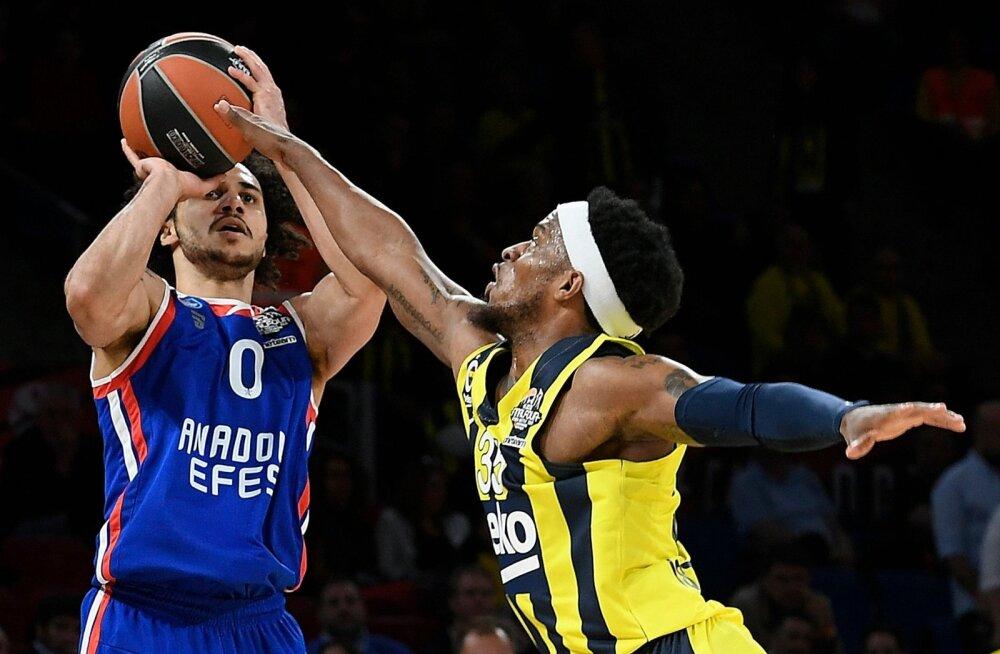Shane Larkin vedas Anadolu Efesi Euroliiga finaali