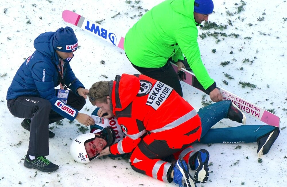 Piotr Zyla kukkus kodupubliku ees päris valusasti.