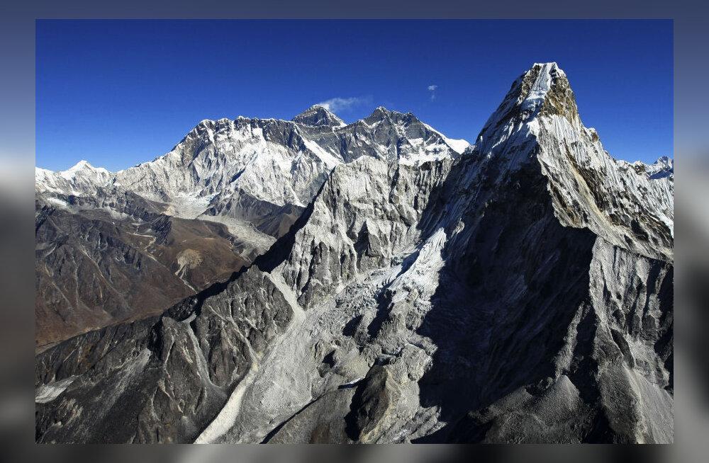 Nepal ei luba enam üksinda Everesti otsa ronida