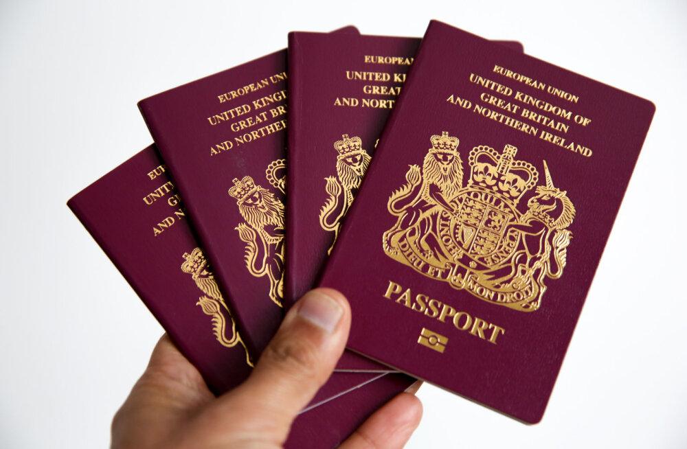 FOTO   Brittidele hakati väljastama passe ilma märketa Euroopa Liidule
