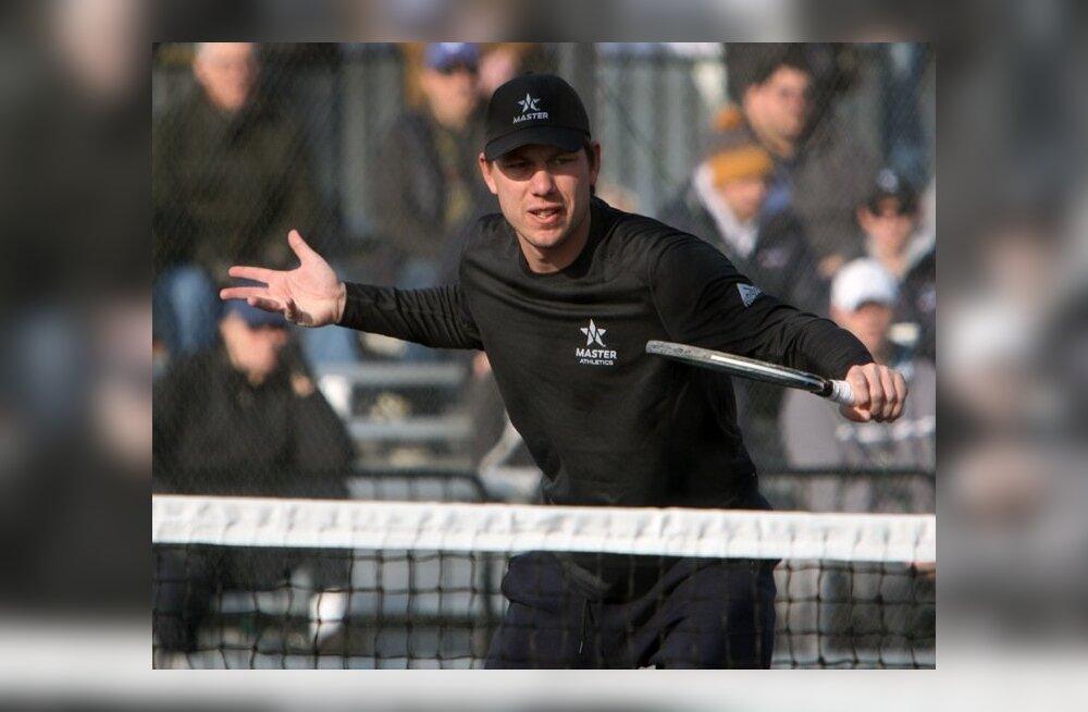 Mikk Irdoja hoiab nüüd käes rohkem padelireketit kui tennisereketit.