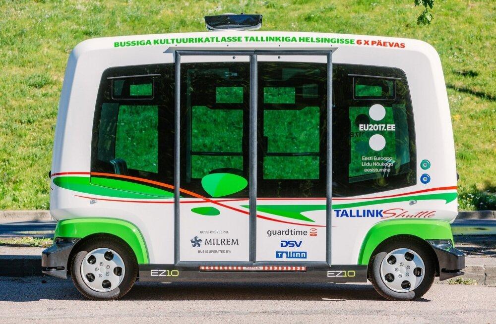 """ФОТО: """"Первый шаг в будущее"""". В Таллинн прибыли беспилотные автобусы"""