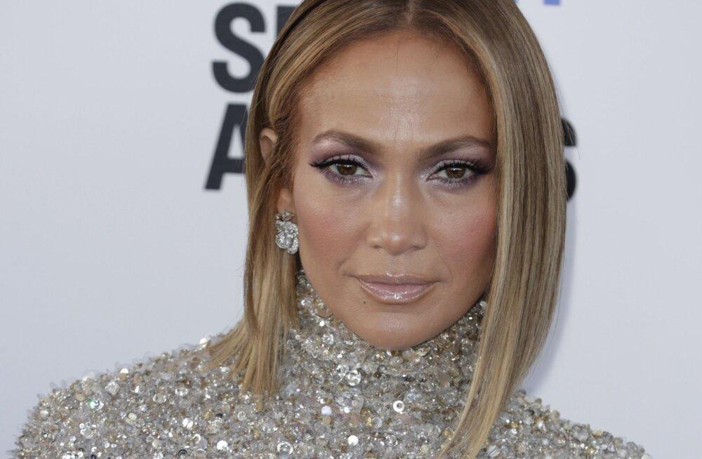 USKUMATU KLÕPS | Mitte ühtegi kortsu! 50-aastane Jennifer Lopez avalikustas kahtlaselt noorusliku pildi