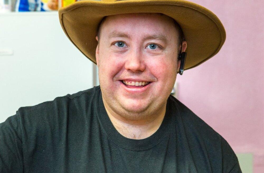 Eesti juurtega Eric Vanderer, vastse Porkuni grillbaari peremees, võib oma kuulsaid Ameerika burgereid küpsetades ka 12 tundi pliidi taga seista, õnnelik naeratus näol.