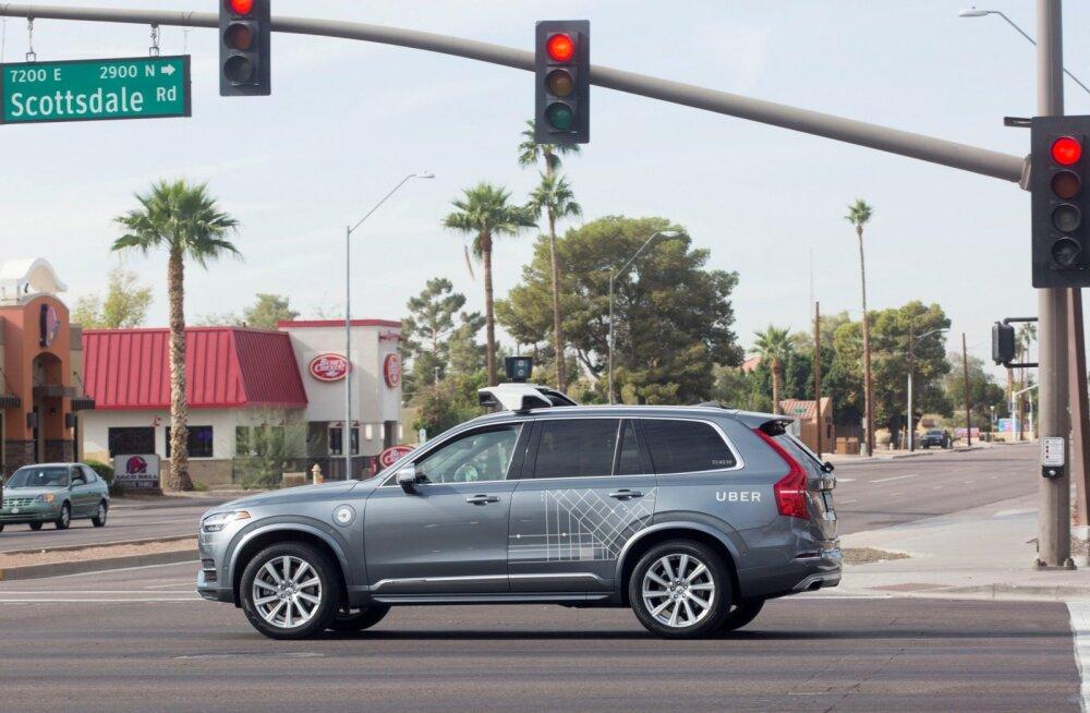 USA-s tappis isejuhtiv Uberi auto jalakäija, tegu oli esimese taolise õnnetusega maailmas