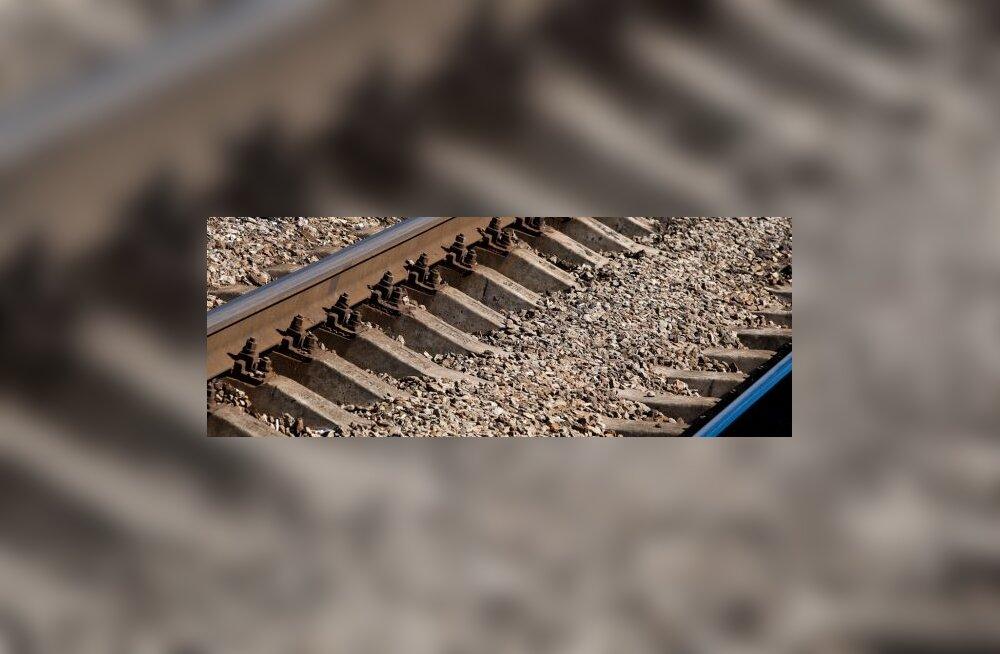 Vene raudteel plahvatas reisirongi ees taas pomm