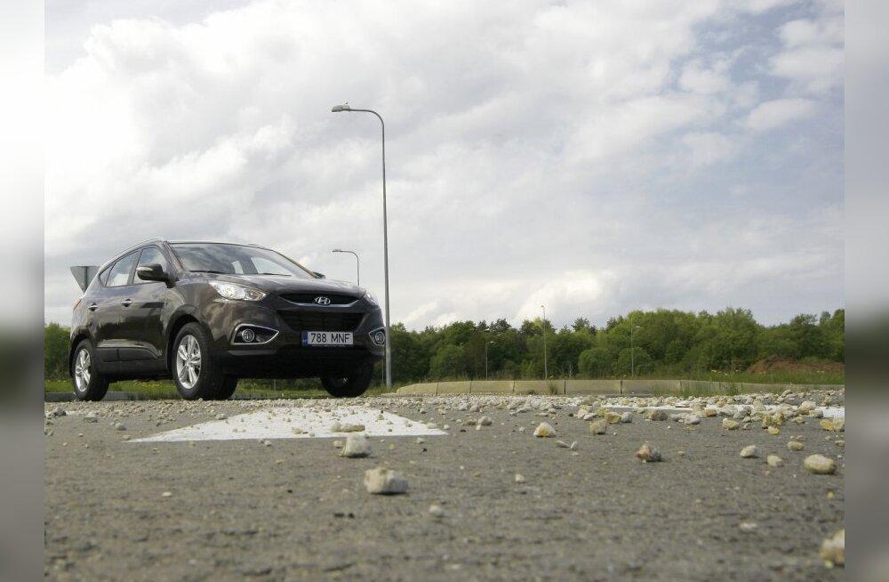 Hyundai lammutab autoturul nii, et tükid taga!