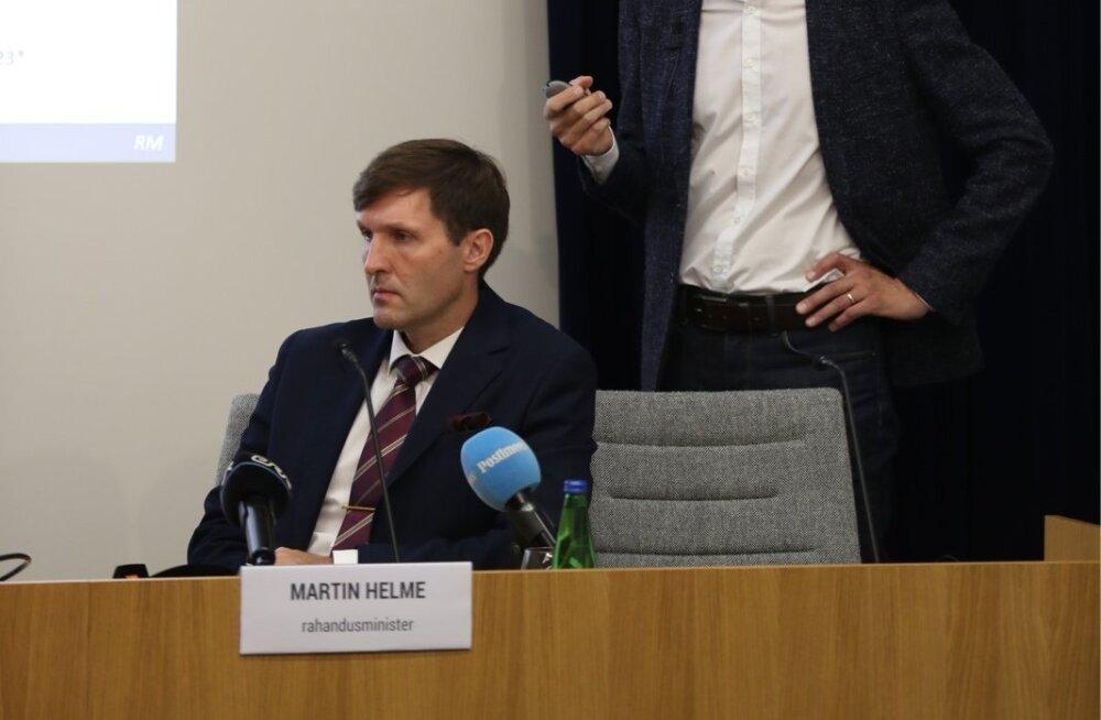 Rahandusminister Martin Helme sõnutsi (vasakul) palgafondide kallale kohemaid ei minda.