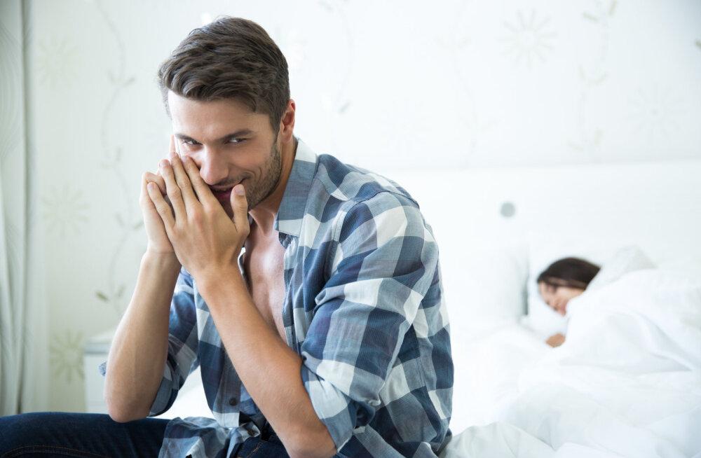 Mees pihib: kuna kahtlustan, et mu naine petab mind, otsustasin ka ühe naiskolleegiga salasuhet alustada