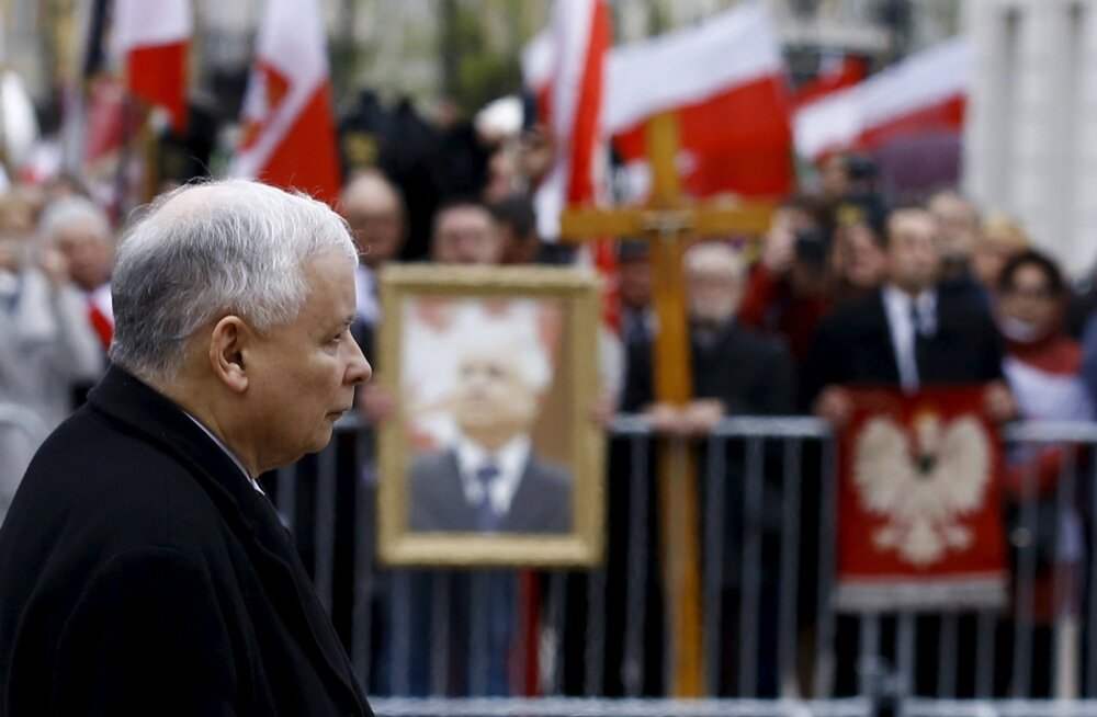 Jarosław Kaczyński (pildil) on Donald Tuskis pettunud, sest tema peaministriks oleku ajal uuriti lennuõnnetust, milles hukkus Kaczyński vend Lech.
