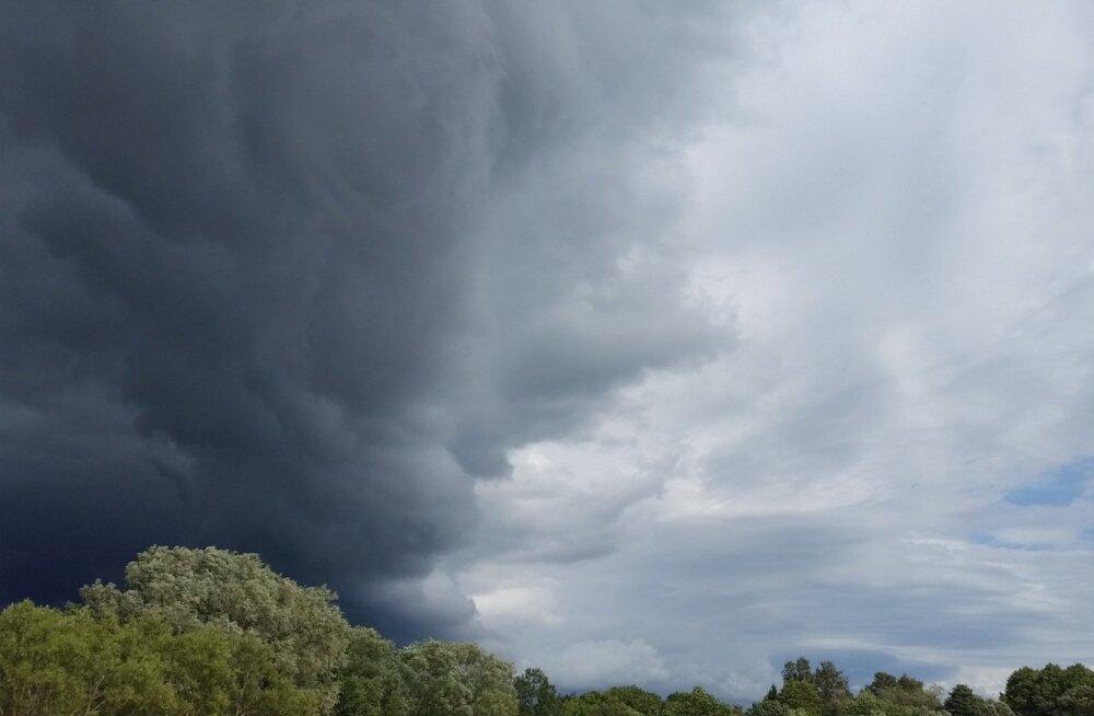 Täna ja eriti aga reedel on lootus vihmale kõige suurem, ning siis tuleb valmis olla ka äikeseks.