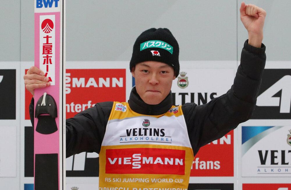 Kobayashi jätkas nelja hüppemäe turneed võimsalt: kahest kaks