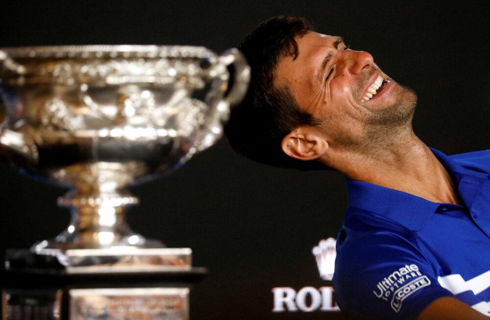 VIDEO | Itaalia aktsendiga reporterit töganud Djokovic pani pressikonverentsi saali naerust rõkkama