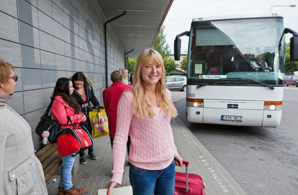 Põltsamaalt pärit maaülikooli tudeng Grete Tõnne soovib, et kui bussid ka Tallinna–Tartu maanteelt Põltsamaale sisse sõita ei taha, peatuksid nad vähemalt Puhu ristis.