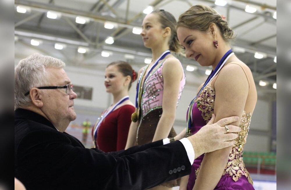 FOTOD: Edgar Savisaar lohutab Jelena Glebovat