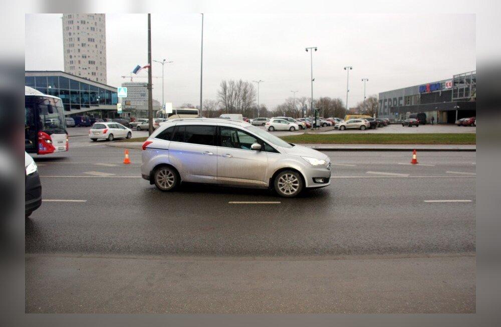 Politsei otsib Tartus jalakäija ja auto vahel tekkinud avarii pealtnägijaid