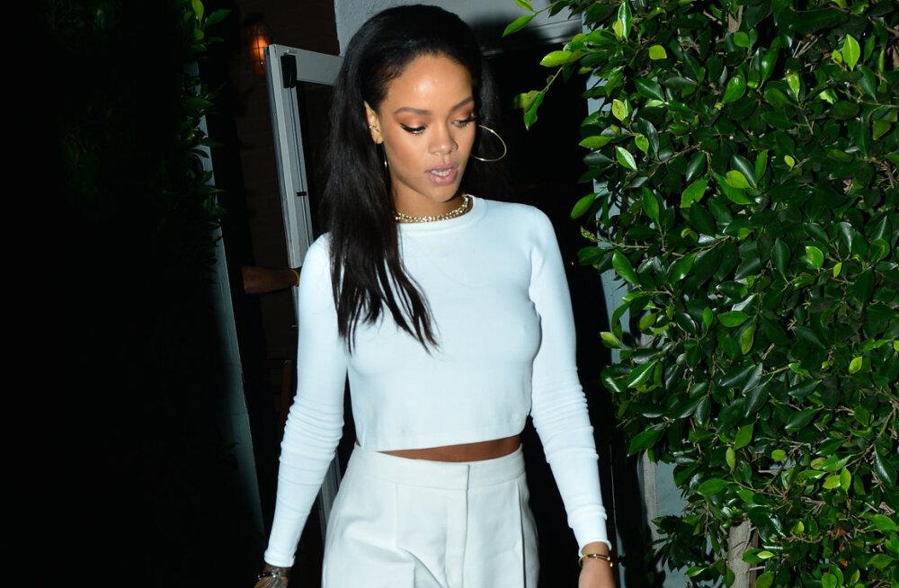 Rihanna muudab monokroomse riietuse põnevaks erinevate pikkustega mängides