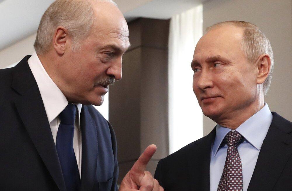 """Лукашенко потребовал от Москвы """"не наклонять"""" Белоруссию"""