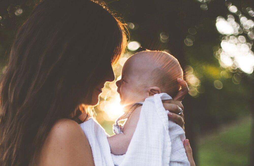 7 ohtlikku viga, mida peaaegu kõik värsked emad oma vastsündinutega teevad