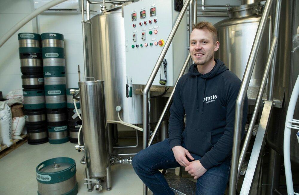 1990. aasta lõpus loodud Pihtla õlleköögi pruulmeister on praegu Alo Väli, kes ameti 2013. aastal oma onu Arvet Välilt üle võttis.