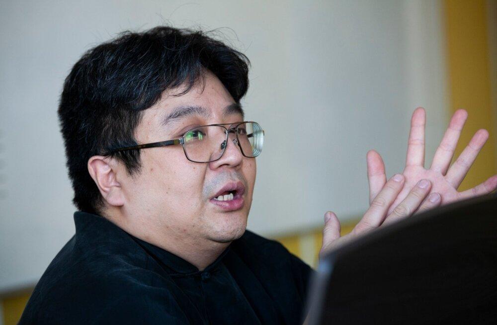 Kontratenor Ka Bo Chan Rakvere Reaalgümnaasiumi koori proovis