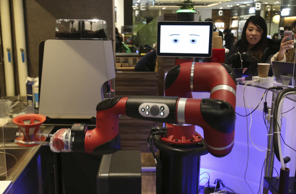 Первый в мире отель с роботами уволил роботов