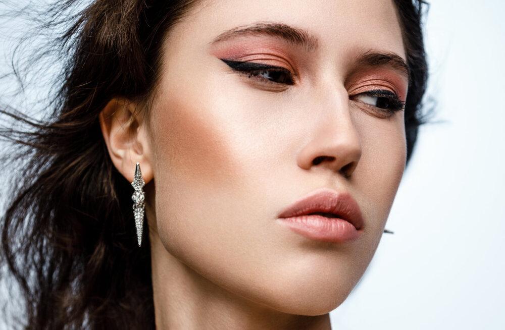 Легкий и акварельный: весенний макияж от визажиста Yves Saint Laurent в Прибалтике