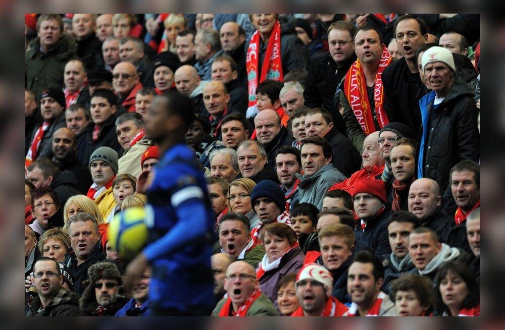Patrice Evra ja Liverpooli fännid