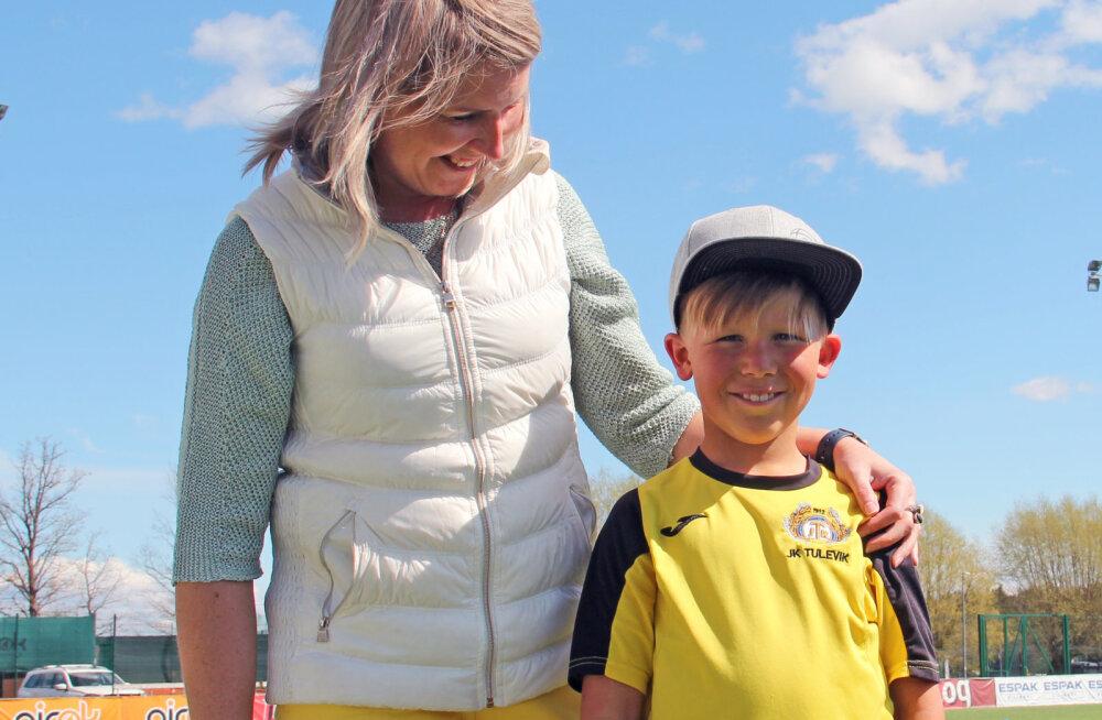Viljandi Tulevik toob emadepäeval jalkaemad väljakule