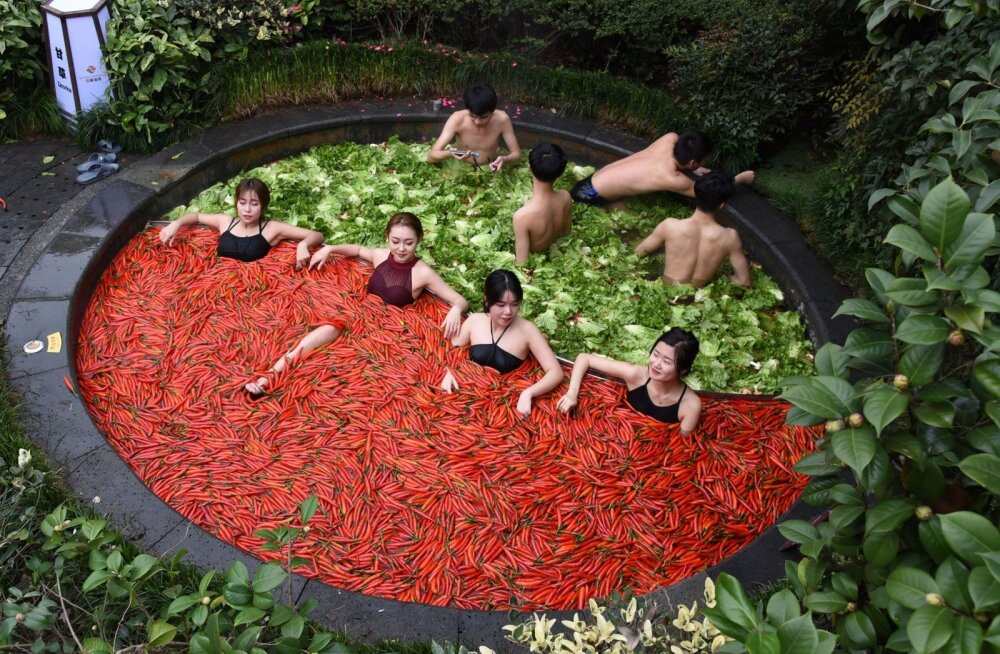 ФОТО. Вегетарианский СПА: в Китае туристам предлагают принять горячую ванну с перцем и капустой
