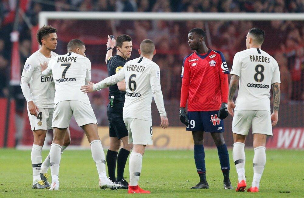 Pettunud PSG mängijad (valges).