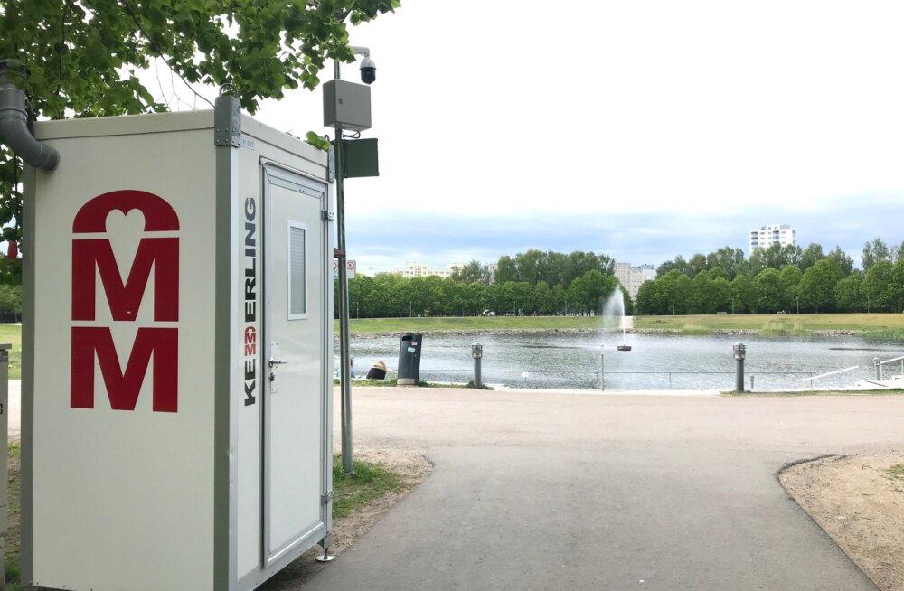 На радость отдыхающим: на пляжах Хааберсти и возле пруда Ыйсмяэ установили туалеты