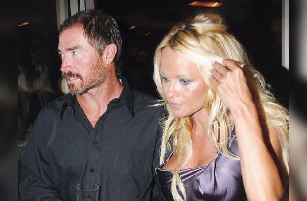 Pamela Anderson on jälle vaba naine