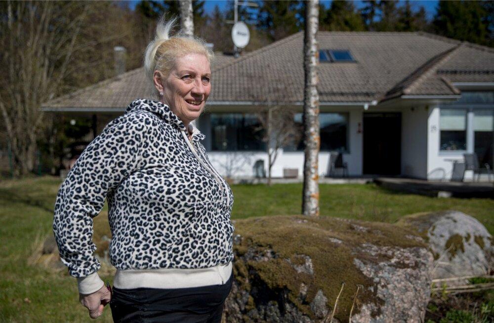 Veera Kallas-Moilanen rõhutas, et põhiseaduse järgi on inimese kodu puutumatu, ja imestas, kuidas tohtis kohtutäitur tema maja müüa, kui ta pole kurjategija.