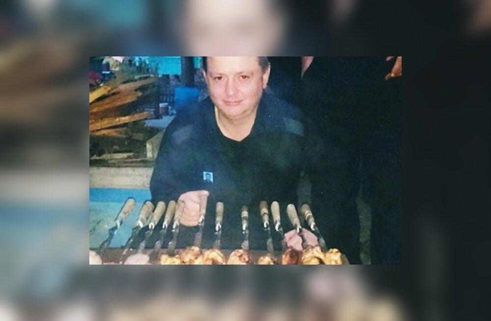 ФОТО: В российской колонии осужденный за убийство 19 человек ест шашлыки, красную икру и пользуется смартфоном