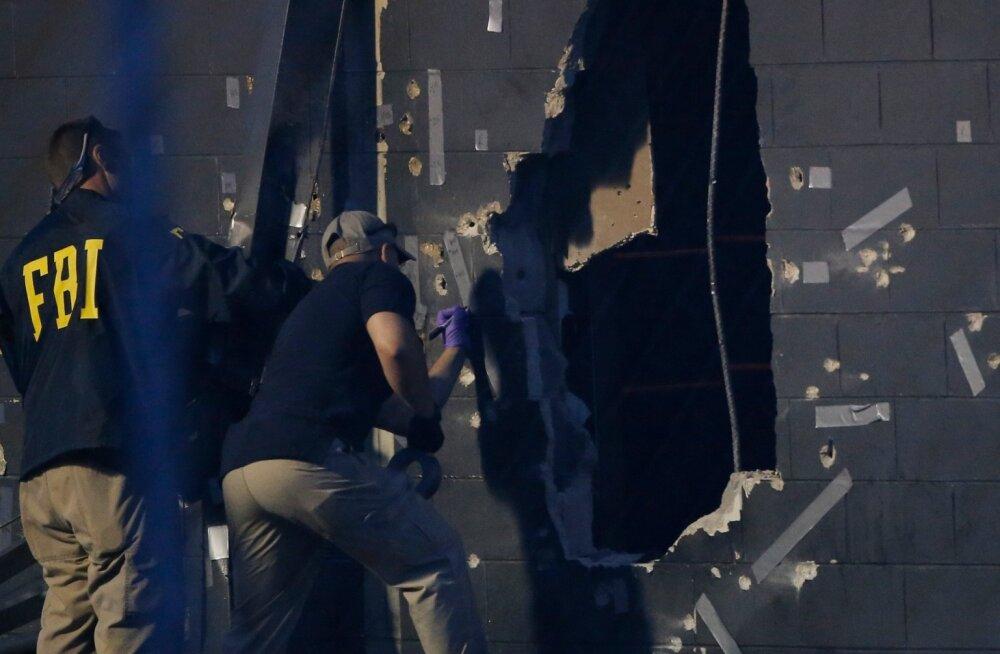 Uurijad töötavad massimõrva paigas, sõelapõhjaks lastud Orlando ööklubis Pulse.