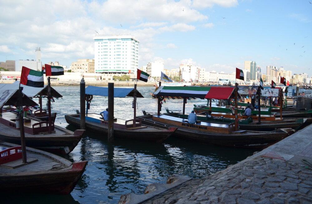 Abra-paadid, millega saab sõita üle jõeharu vanast Dubaist traditsioonilisele kullaturule. Märkimisväärne on fakt, et sõit maksab vaid 1 kohalik dirhem (0,25 eurot).