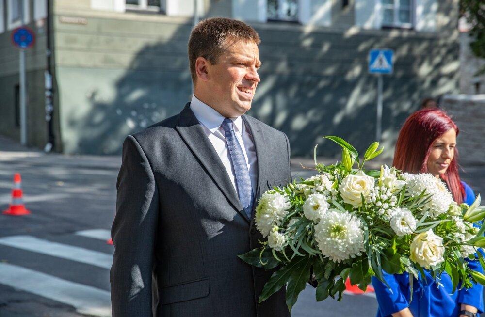 Kuigi presidendi vastuvõtu jättis peaminister täna vahele, külastas ta hommikul pidupäeva puhul Pika Hermanni torni ja 20. augusti klubi.