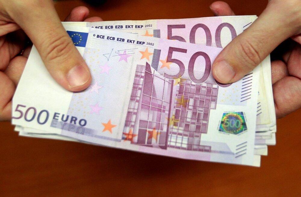 Läti ajakiri: Magonise autost leitud sularaha oli keskmise suurusega paberkotis