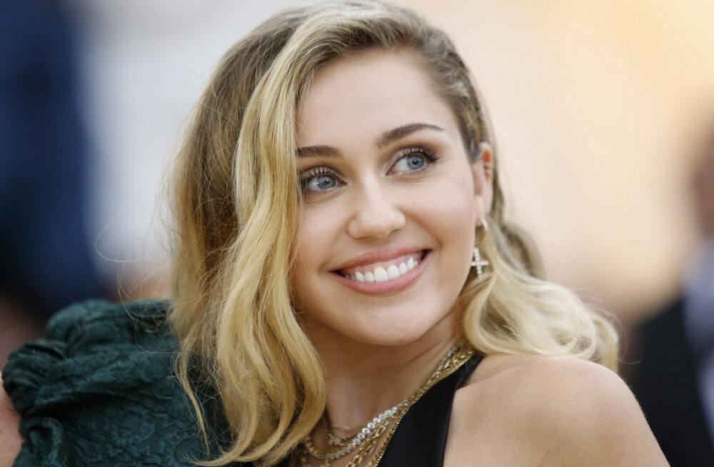 KLÕPS | Miley Cyrus vastab Daily Maili algatatud kuulukale munaga