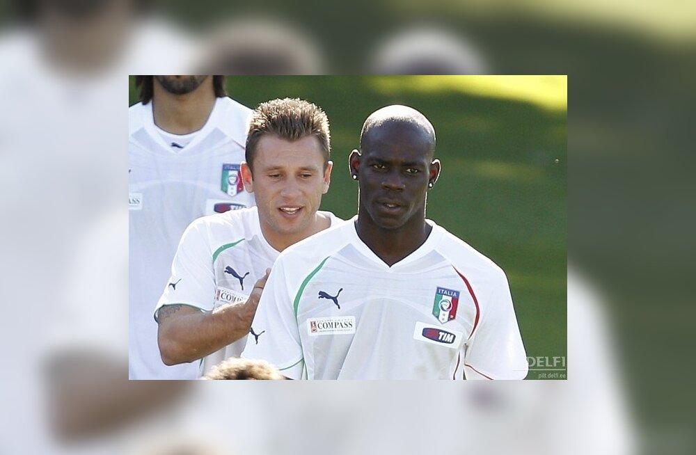 Mario Balotelli (esiplaanil), Itaalia jalgpallikoondis