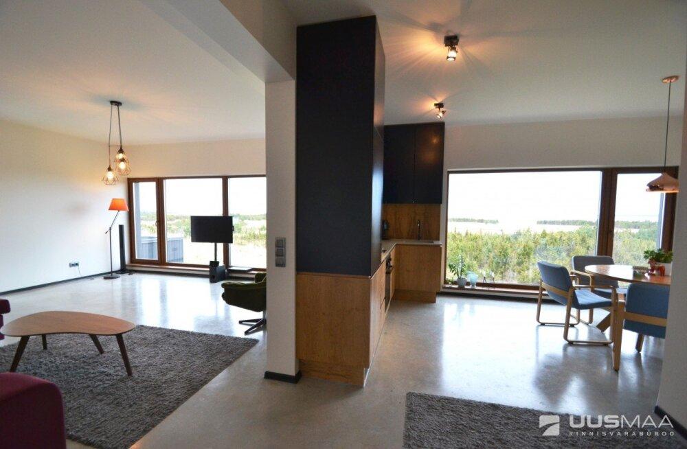 FOTOD | Raha veelgi juurde. Äsja tunduvalt rikkamaks saanud ärimees müüb Saaremaal merevaatega maja