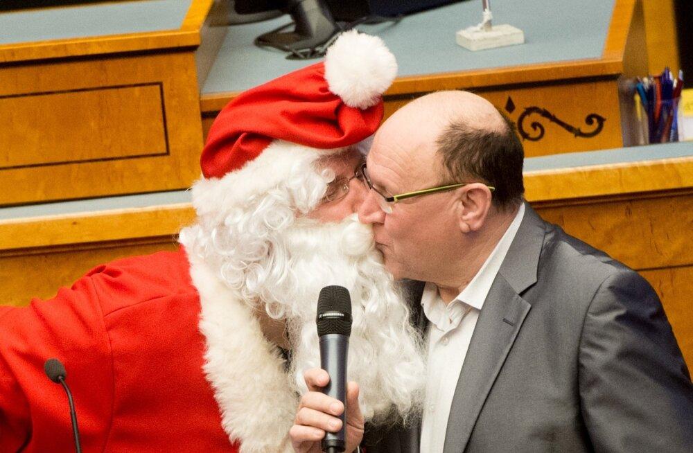 Дед Мороз поцеловал Хельме