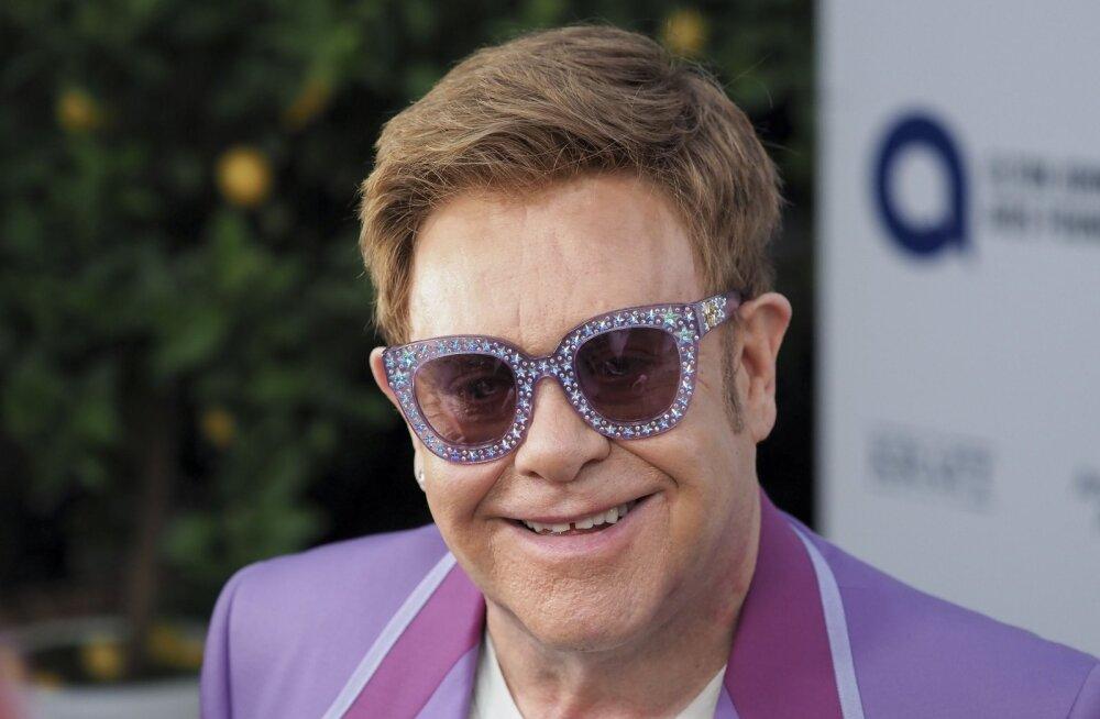 Elton John meenutab ema käitumist oma pulmas: ta ilmus kohale kui mölisev sotsiopaat