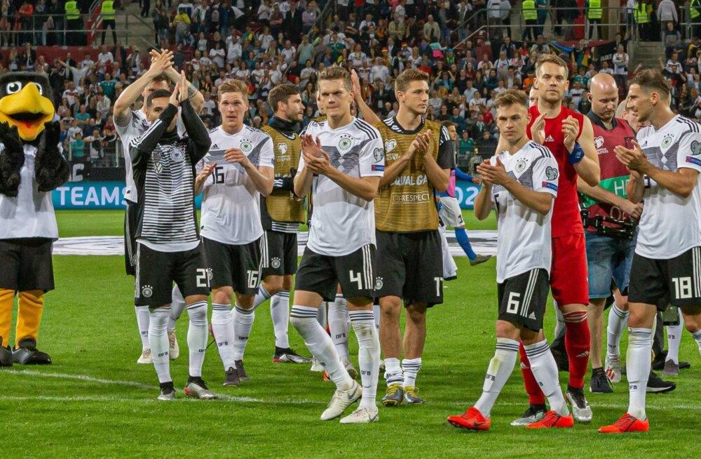 Rahulolevad sakslased.