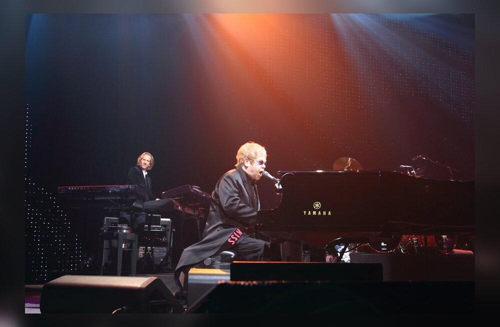 FOTOD: Elton John andis eile Riias meeleoluka kontserdi