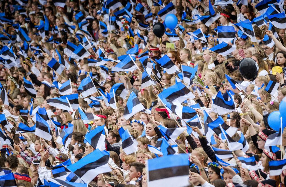 Suur üheslaulmine Tallinna lauluväljakul üllatab krõbeda piletihinnaga. Pereema: kõik ei saa endale perega peole minemist lubada