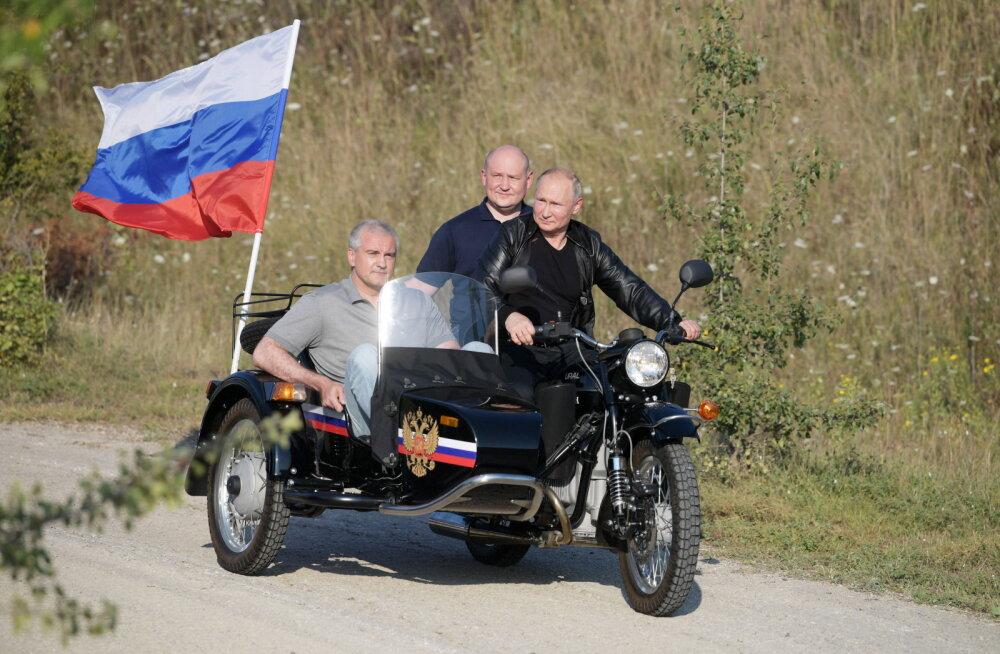 Sevastopoli liiklusinspektsioon lubab Putinil mootorrattal ilma kiivrita sõita