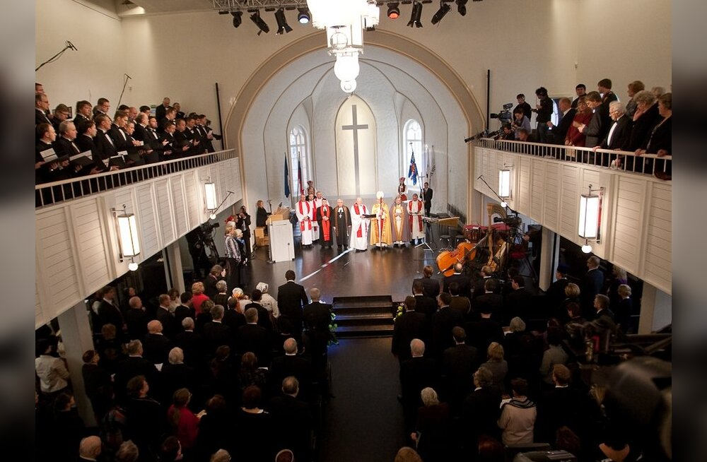 ФОТО: в церкви св. Иоанна началось богослужение
