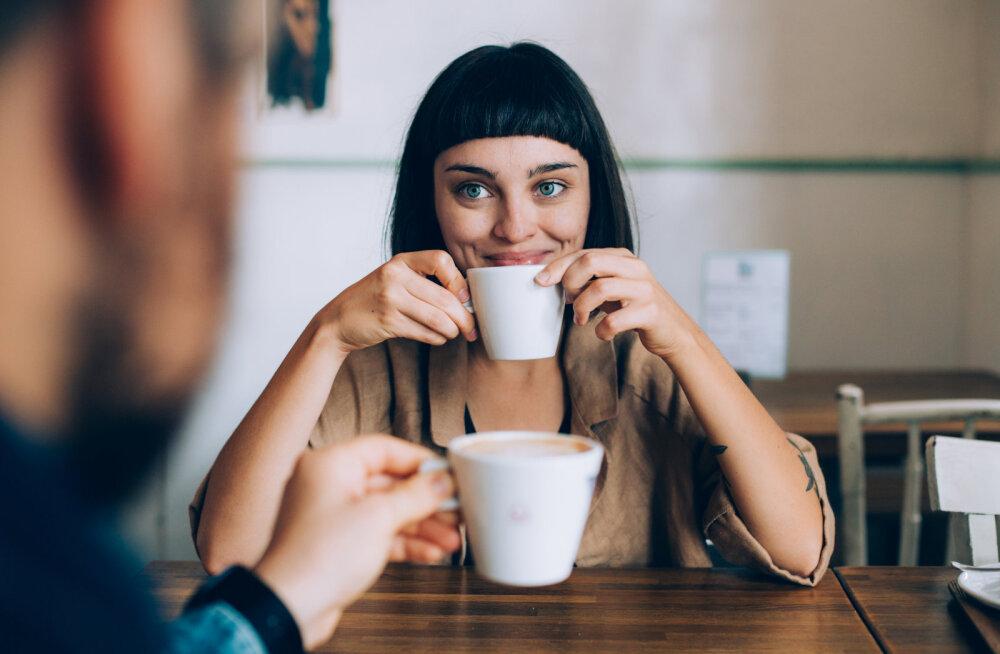 Naine arutleb: mu mees oli veendunud, et mees ja naine ei saa olla lihtsalt sõbrad, mistõttu pidin teistest meestest eemale hoidma